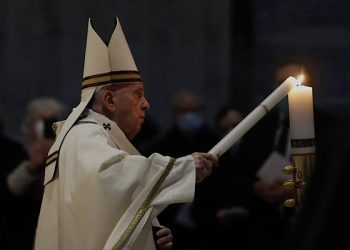 epa09114190 Pope Francis celebrates the Easter Vigil in a near empty St. Peter's Basilica as coronavirus disease (COVID-19) restrictions stay in place for a second year running, in the Vatican, 03 April  2021.  EPA/REMO CASILLI / POOL